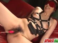 A blindfolded girl gets under hot masturbation