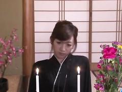 Young Japanese slut fucks hot with fruits