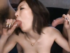 Japanese chick wide spreads legs to get her pussy vibrated